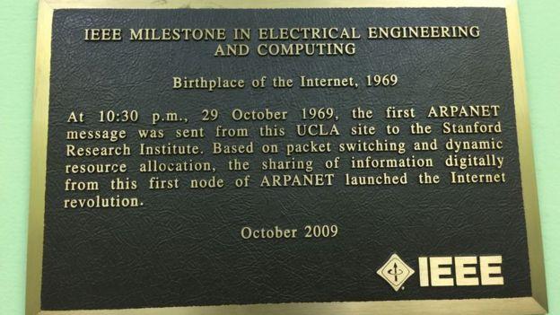 Placa recordatoria del nacimiento de internet