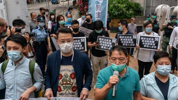 5月22日,香港民主派议员上街抗议中央政府强推香港《国安法》。