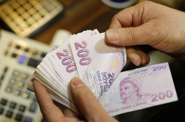 200 TL'lik banknotlar sayılıyor