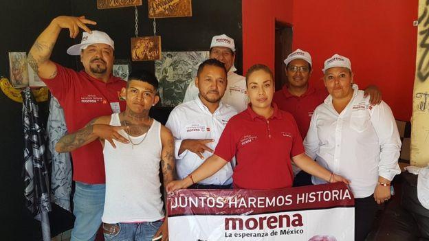 Pedro Carrizales con sus simpatizantes