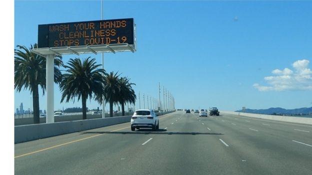 Trên cầu Bay Brigde dẫn vào thành phố San Francisco