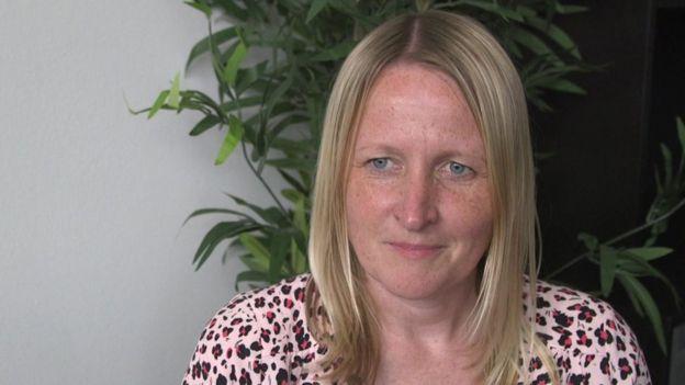 Nicola Sharp-Jeffs, directora de la organización Surviving Economic Abuse