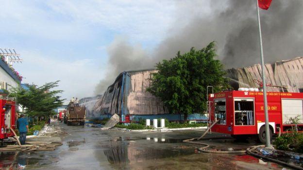 Nhà máy sản xuất đồ nội thất gỗ Đài Loan bị phóng hỏa trong cuộc biểu tình chống Trung Quốc hồi tháng 5/2014.