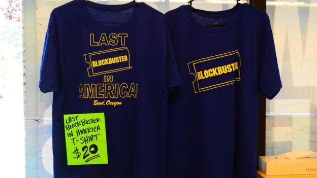 Camisetas del último Blockbuster.