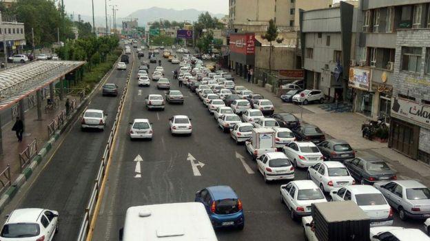 صف بنزین خیابان رسالت تهران، نرسیده به میدان رسالت