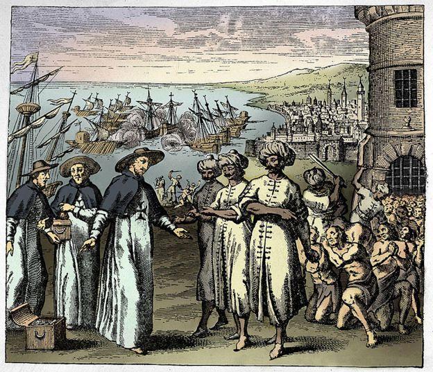 """Sacerdotes dominicanos pidiendo la liberación de los esclavos cristianos en Argelia tomados por piratas (ilustración del siglo XVII). El subtítulo dice: """"Padres de la Redención"""", de Histoire de Barbarie 1637"""