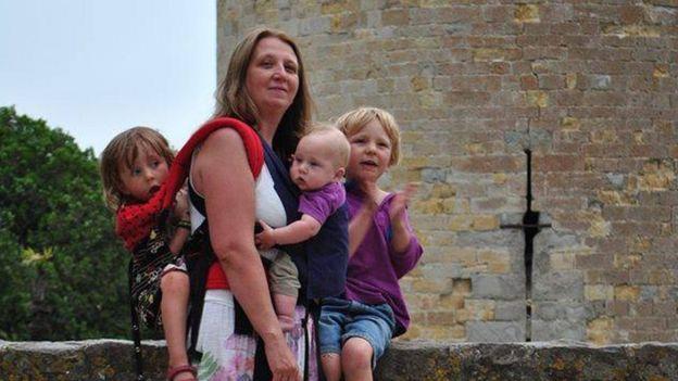 Samantha Gadsden con sus hijos