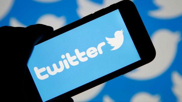 Logo de Twitter en un móvil