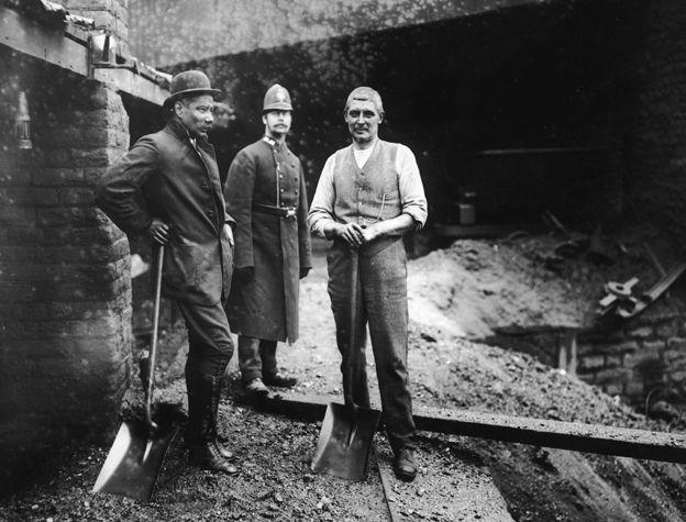 Mineros en huelga en Tonypandy, 1910