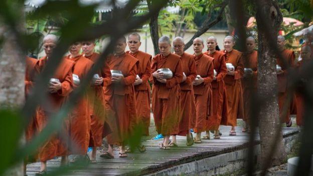 Image result for बौद्ध भिक्षु
