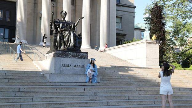 EStudiante graduada en Nueva York.