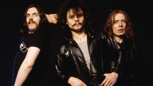 Motorhead guitarist 'Fast' Eddie Clarke dies at 67 - BBC News