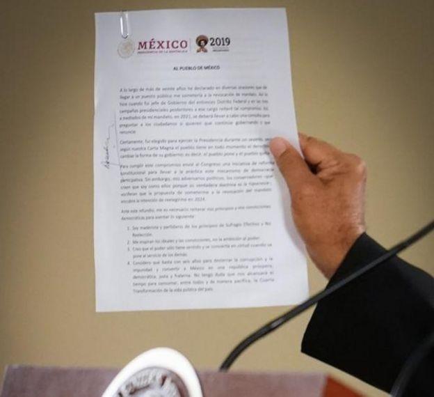 Documento firmado por AMLO