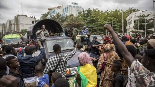 Malians cheer the military and police as they drive through the streets of Bamako, 19/08