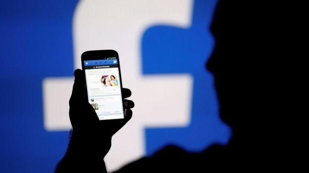 Un móvil con Facebook