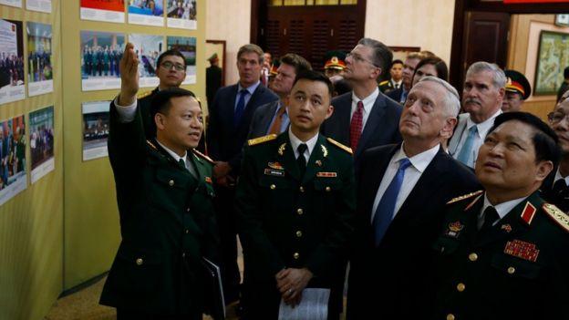 Bộ trưởng Quốc phòng Ngô Xuân Lịch tiếp Bộ trưởng James Mattis