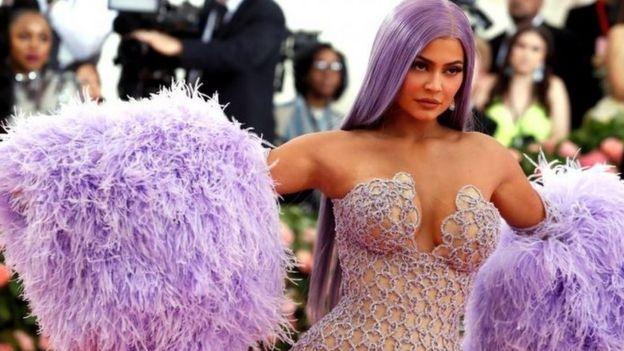 Kylie Jenner em evento no Met