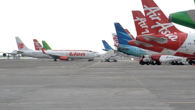 Sejumlah pesawat udara berada di kawasan Bandara Internasional I Gusti Ngurah Rai, Bali, Senin (23/03).