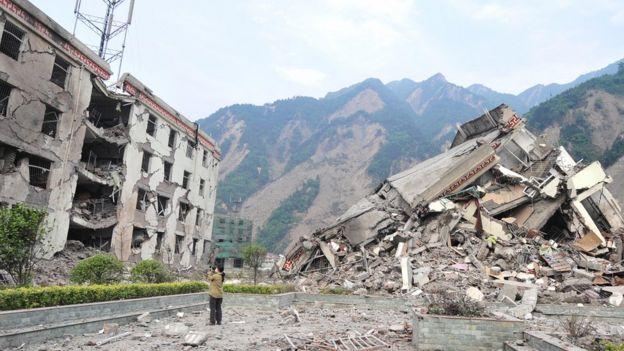 震区倒塌的建筑