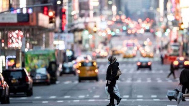 На вулицях Нью-Йорка рух транспорту значно скоротився