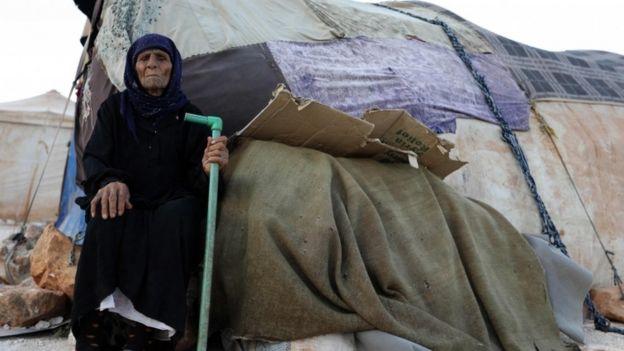 Binlerce kişi İdlib'in güneyinden Hama'nın kuzeyine göç etti.