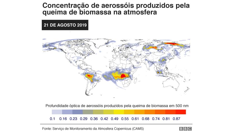 Mapa mostra previsão de fumaça no mundo (Aerosol liberado com queima de biomassa em profundidade óptica de 550 nm) no dia 21 de agosto