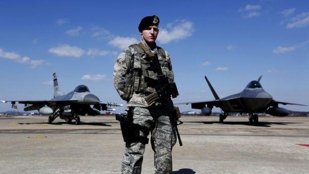 F-16 и F-22 ВВС США в Южной Корее