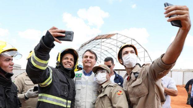 bolsonaro visita hospital de campanha em aguas lindas de goias