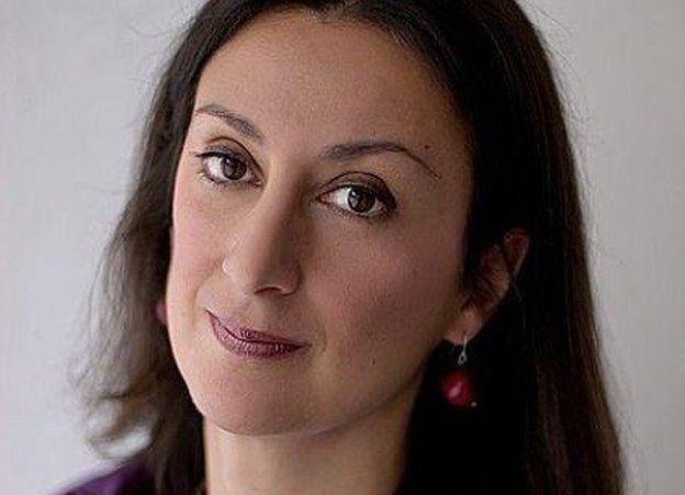 Daphne Caruana Galizia ayaa la sheegay in la dilay markii ay gurigeeda ka baxday