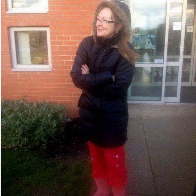 587bcfd079 Should schools impose a dress code on parents? - BBC News