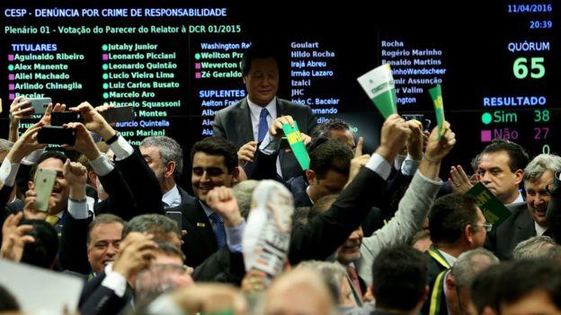 Vitória do impeachment em comissão especial