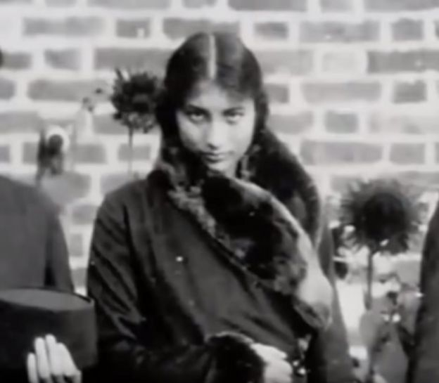الأميرة قبل التحاقها بالعمل السري كجاسوسة