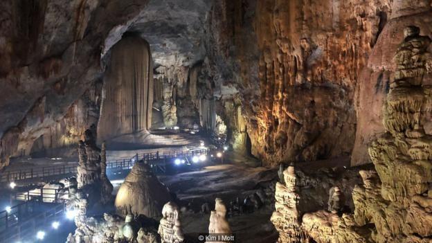 Hang lớn nhất thế giới, Sơn Doòng, được phát hiện tình cờ vào năm 1991 bởi một người khai thác gỗ địa phương.