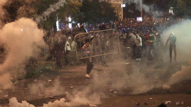 Çatışmalarda onlarca kişi yaralandı.