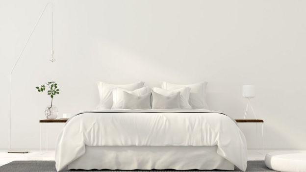 Dormitorio con decoración minimalista