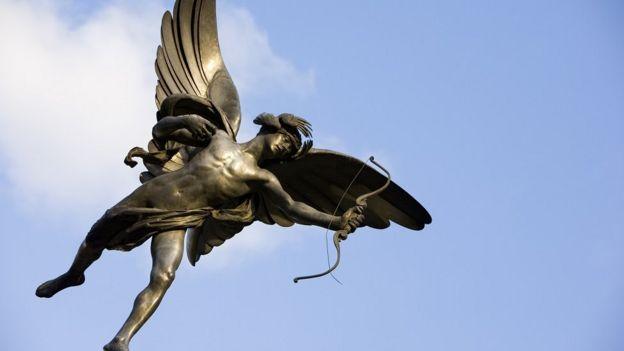 A estátua de Eros/Cupid no Piccadilly Circus, em Londres
