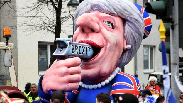 Alegoria ironizando o Brexit e a primeira-ministra britânica, Theresa May