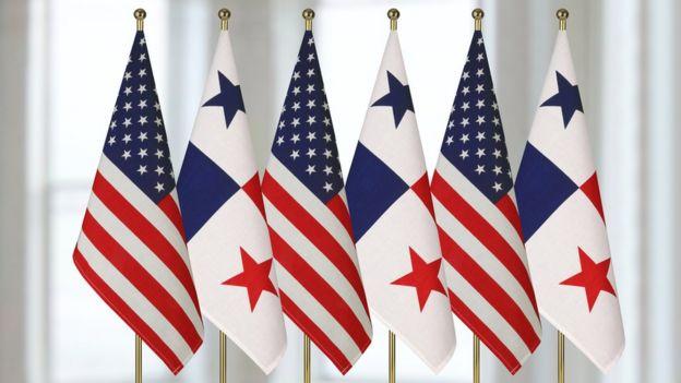Banderas de Panama y EEUU
