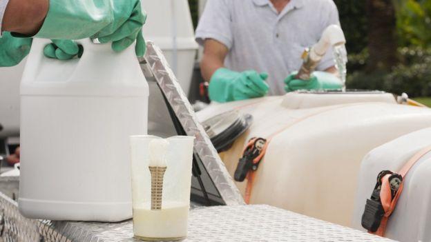 Manuseio de produtos químicos agrícolas