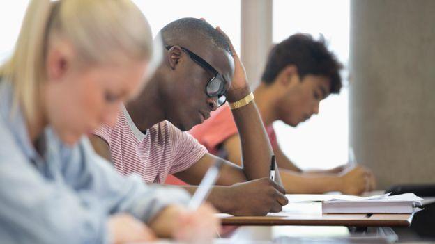 大学生正在学习