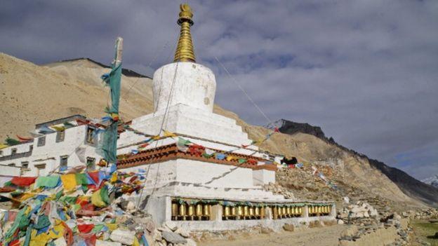 Everest Dağı'ndaki Rongbuk Manastırı
