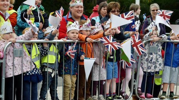 Children wait for the Queen in Tweedbank