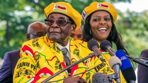 Robert Mugabe y su esposa, Grace Mugabe.