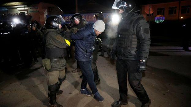 стычки с полиций