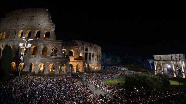 Afueras del coliseo de Roma
