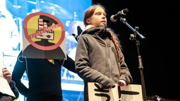 Greta Thunberg encabezó la marcha en Madrid por la cumbre del clima este 6 de diciembre de 2019 .
