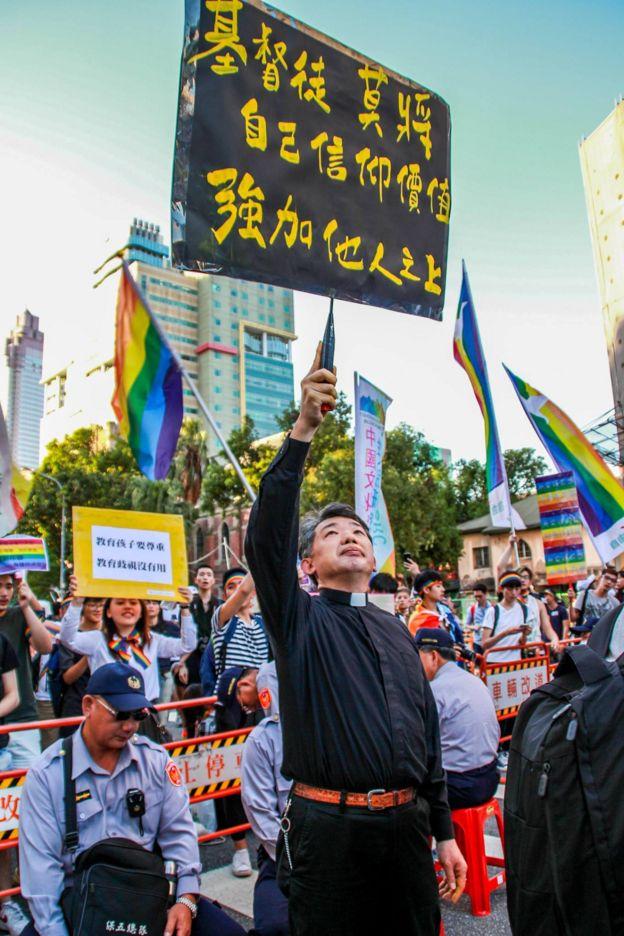 陈思豪牧师在挺同志集会现场。