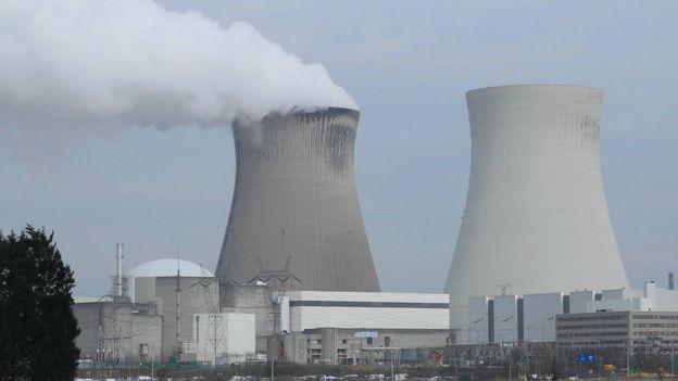 Chimeneas de plantas nucleares.