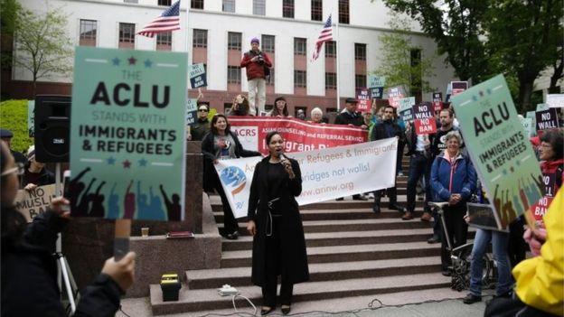 Manifestantes frente a la Corte de Apelaciones del Noveno Circuito en mayo.