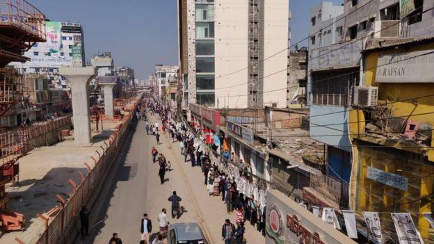 সারাদেশে যানবাহন চলাচল বন্ধ রয়েছে। ঢাকার শেওড়াপাড়া এলাকার একটি ছবি।